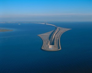 Oresund bridge, artificial island, credits: mensxp.com