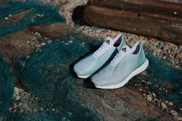 Arrivano le scarpe create dalla spazzatura raccolta in mare