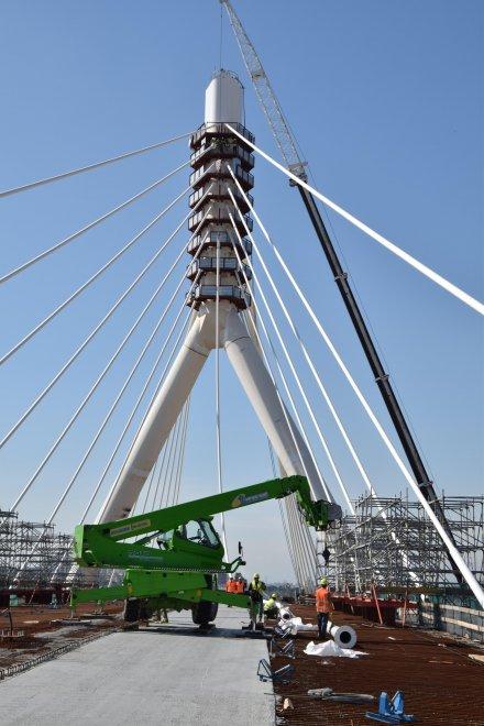 Il ponte sospeso dell asse nord sud di bari close up for Grandi arredi bari